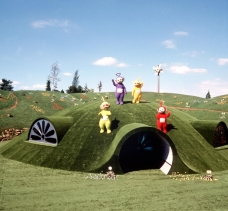 """Television programme: """"TELETUBBIES"""" Picture Shows: The Teletubbies on top of the Tubbytronic Superdrome in Teletubbyland TX:BBC-2 Weekdays and Sunday omnibus edition COPYRIGHTED IMAGE FROM BBC ALL RIGHTS RESERVED...0181 225 8399 Unmanipulated picture Weekdays and Sunday"""