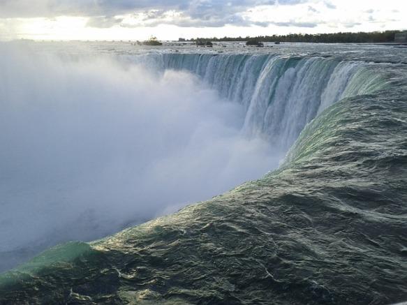 niagara-falls-2148028_640